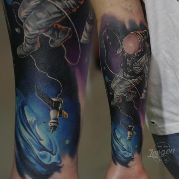 Arm Astronaut Raum Tattoo von Voice of Ink