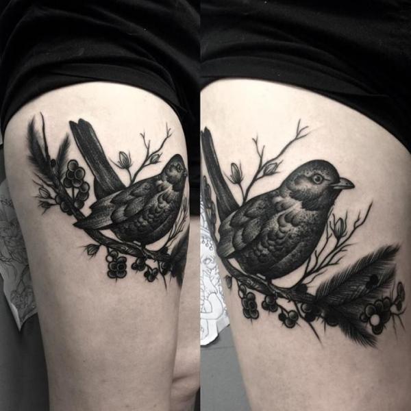 tatouage oiseau cuisse par art faktors