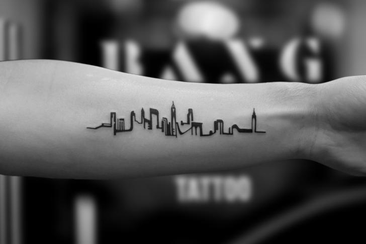 Tatuaje Brazo Ciudad por Bang Bang