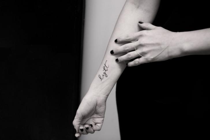 Arm Leuchtturm Fonts Tattoo von Bang Bang