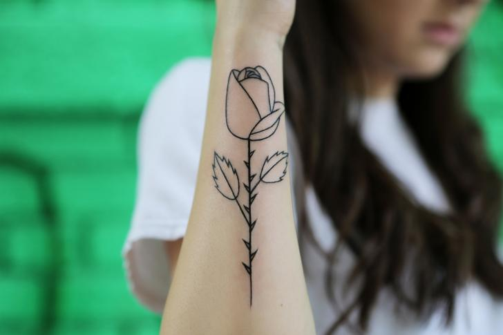 Tatuaje Brazo Flor Rosa por Bang Bang