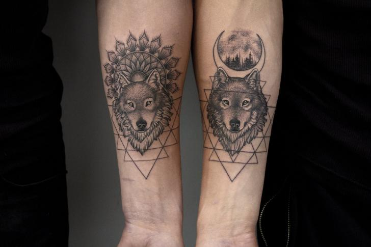 Arm Wolf Mond Tattoo von Bang Bang