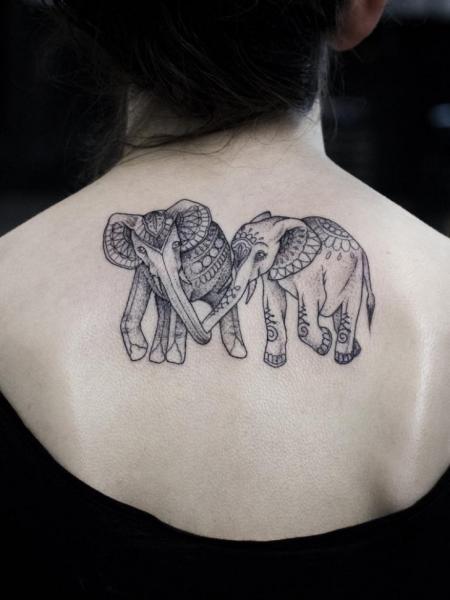 Rücken Elefant Tattoo von Bang Bang