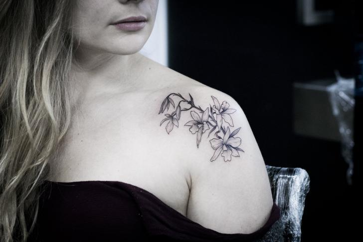 Tatuaggio Spalla Fiore di Bang Bang