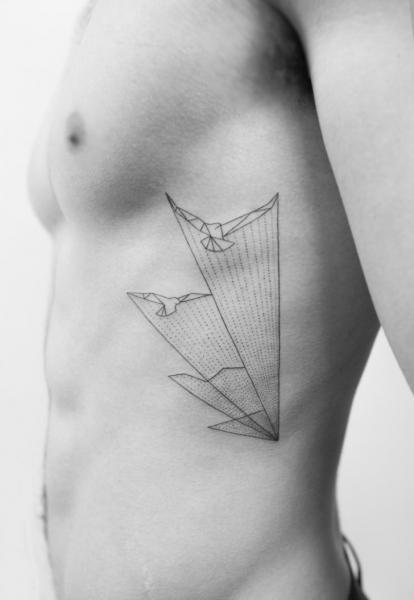 Tatuaje Lado Dotwork Pájaro Abstracto por Bang Bang
