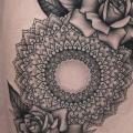 Blumen Oberschenkel Mandala tattoo von Bang Bang