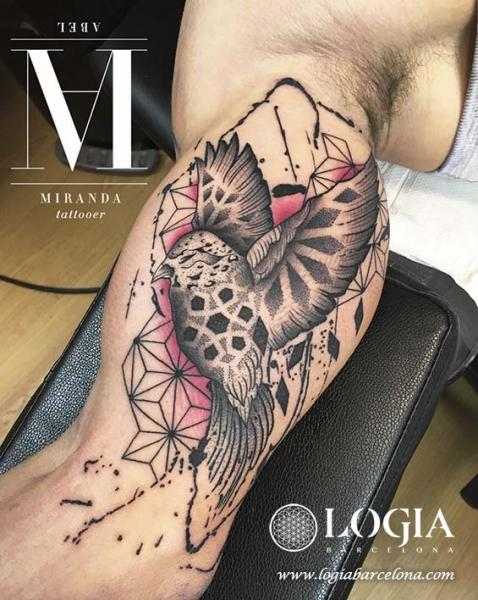 Arm Vogel Tattoo von Logia Barcelona