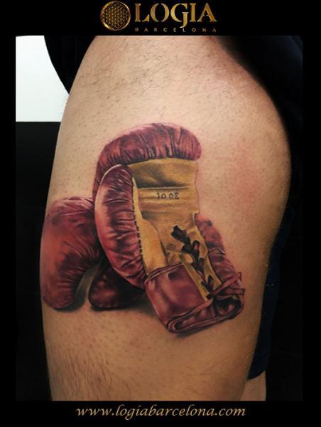 Box Tattoo von Logia Barcelona