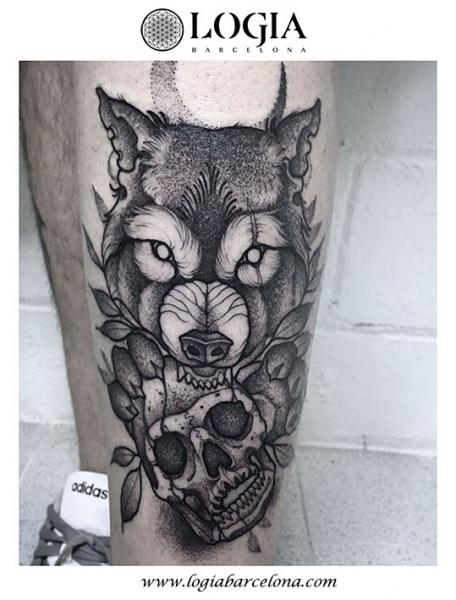 Leg Skull Wolf Dotwork Tattoo by Logia Barcelona