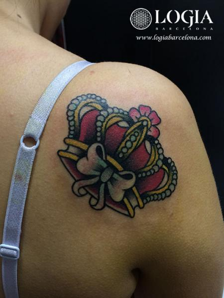 Shoulder Crown Tattoo by Logia Barcelona