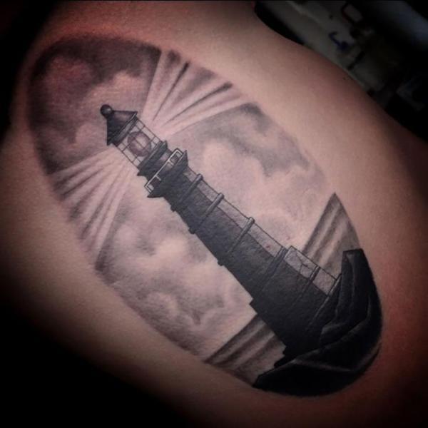 Arm Leuchtturm Tattoo von Kings Avenue Tattoo