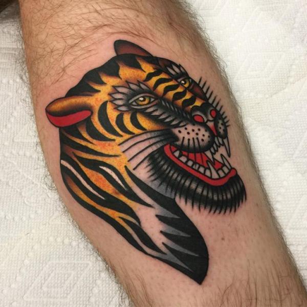 Arm Tiger Tattoo von Kings Avenue Tattoo
