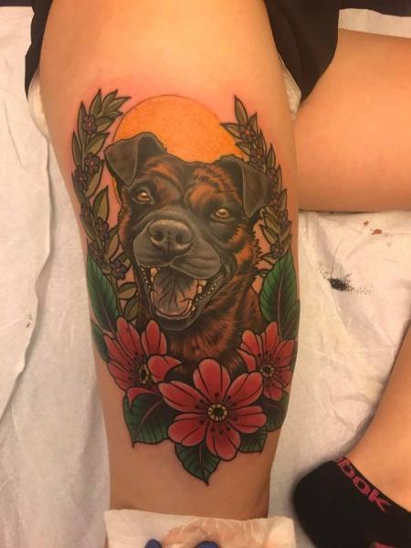 Realistische Hund Oberschenkel Tattoo von Good Kind Tattoo