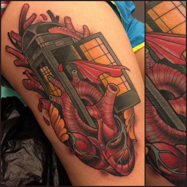 Tatuaggio Cuore Coscia Telefono di Good Kind Tattoo