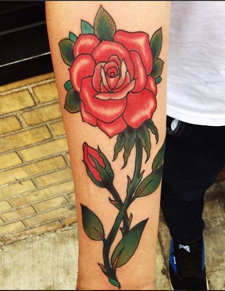 Tatuaggio Braccio Rose di Electric Anvil Tattoo