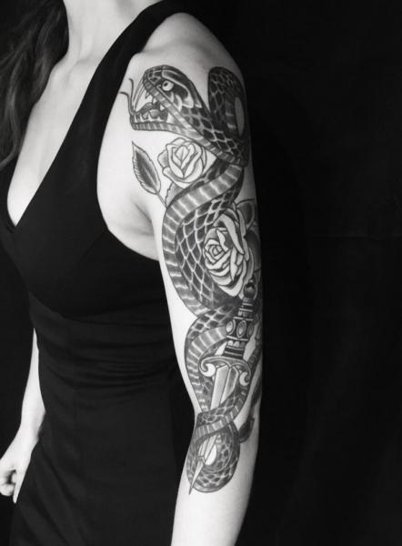 Arm Schlangen Rose Tattoo von Electric Anvil Tattoo