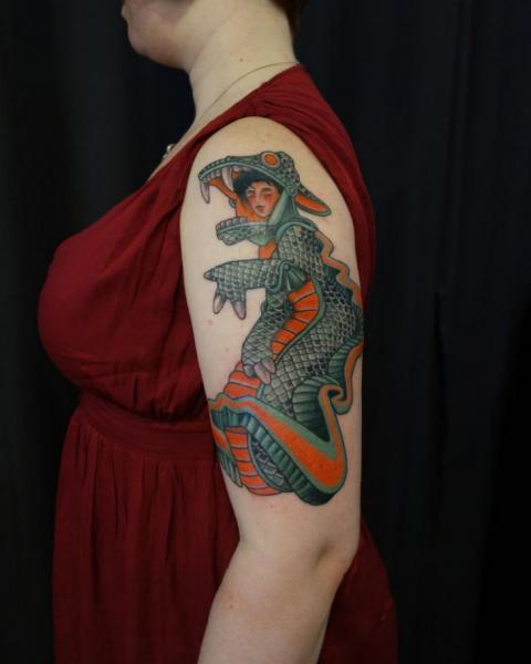 Tatouage Bras Crocodile Femme Par Electric Anvil Tattoo