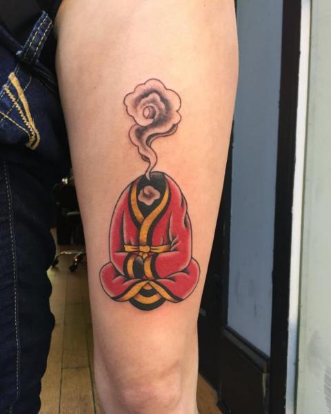 Arm Rauch Tattoo von Electric Anvil Tattoo