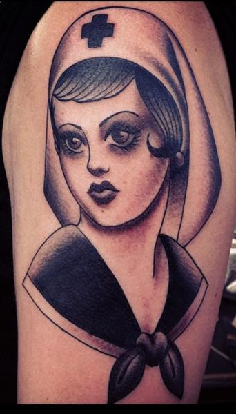 Tatuaje Brazo Enfermera por Electric Anvil Tattoo