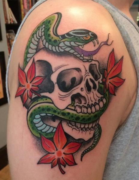 Tatuaggio Spalla Serpente Teschio di Electric Anvil Tattoo