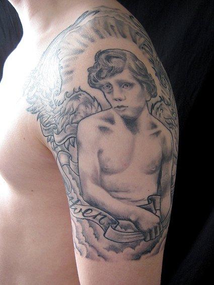 Tatuaggio Spalla Angeli di Tattoo Valentin