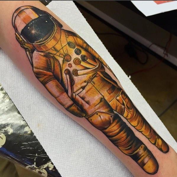 Tatuaggio Braccio Astronauta di Black Anvil Tattoo