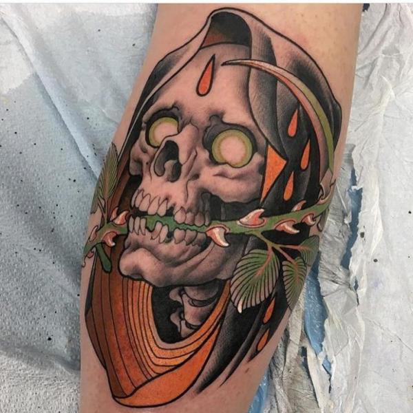 Arm Totenkopf Tattoo von Black Anvil Tattoo