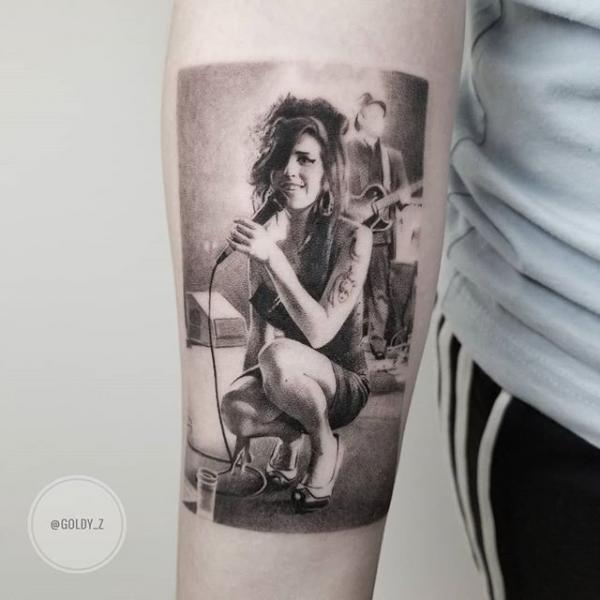 Porträt Dotwork Amy Winehouse Tattoo von Dot Ink Group