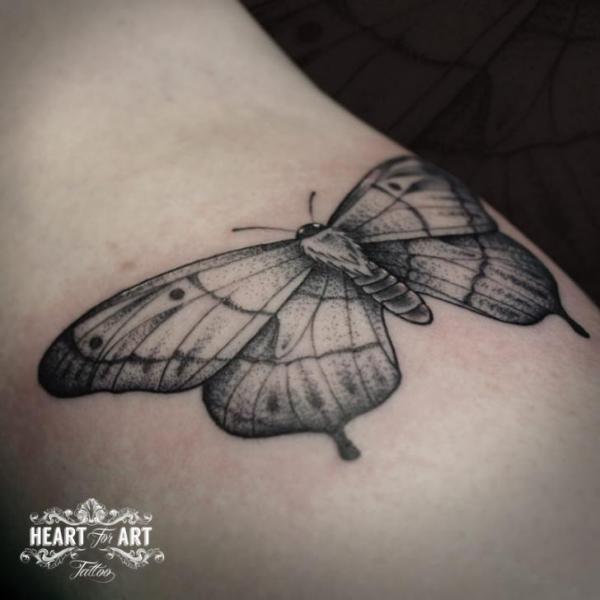 Tatuaje Brazo Dotwork por Heart of Art