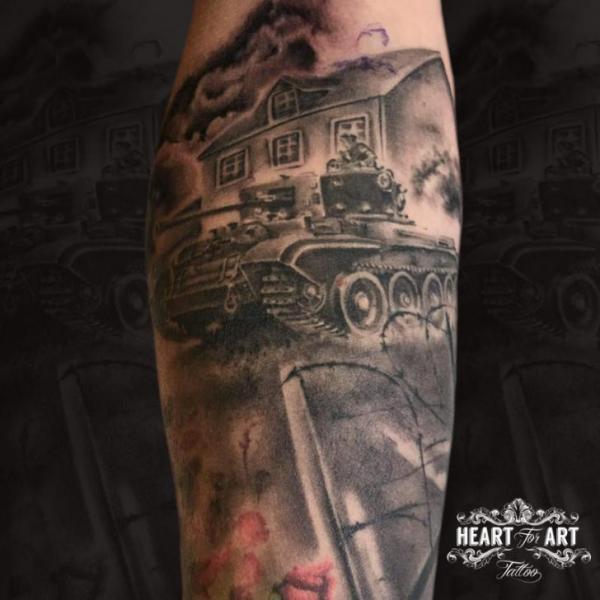 Tatuaggio Braccio Guerra Carro Armato Casa di Heart of Art