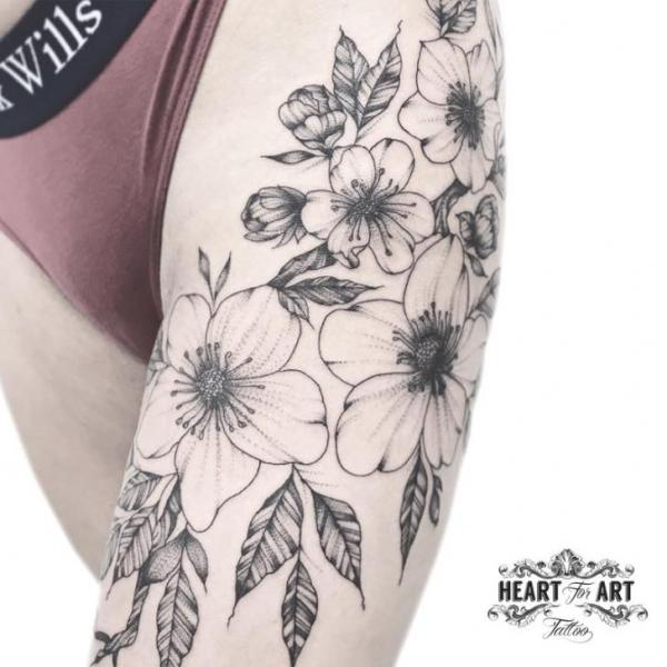 Tatuaje Pierna Flor Hoja por Heart of Art