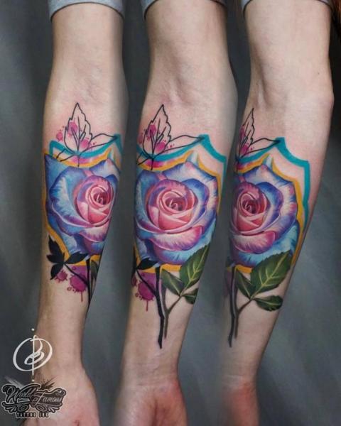 Tatuaje Brazo Flor por Daria Pirojenko