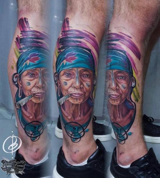 Porträt Bein Frau Tattoo von Daria Pirojenko