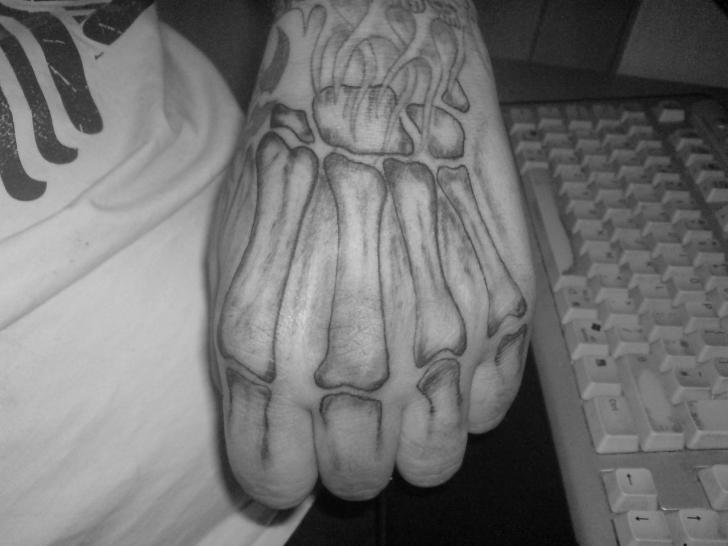 Hand Skeleton Tattoo von Absolute Ink
