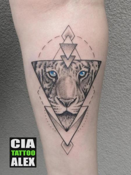 Tatuaggio Braccio Tigre Triangolo di Cia Tattoo