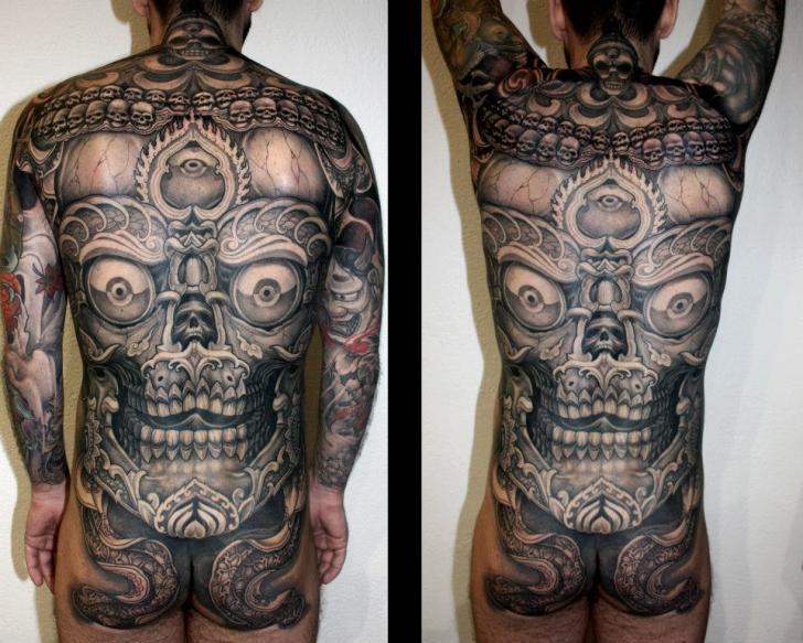 Japanische Totenkopf Rücken Tattoo von Dirty Roses