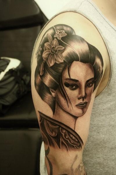 Tatuaggio Spalla Giapponesi Geisha di Barry Louvaine