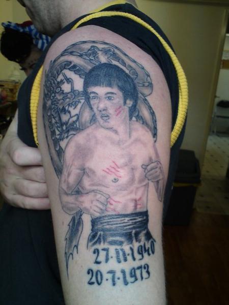 Shoulder Realistic Bruce Lee Tattoo by Beverley Ink