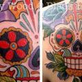 Schulter New School Totenkopf tattoo von Black Heart Studio
