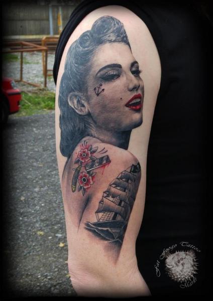 Tatuaggio Braccio Ritratti Donna di Fat Foogo
