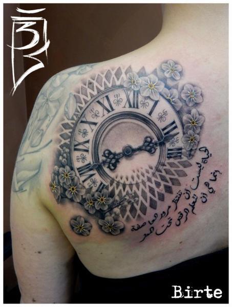 Tatuaje Reloj Espalda por Fat Foogo