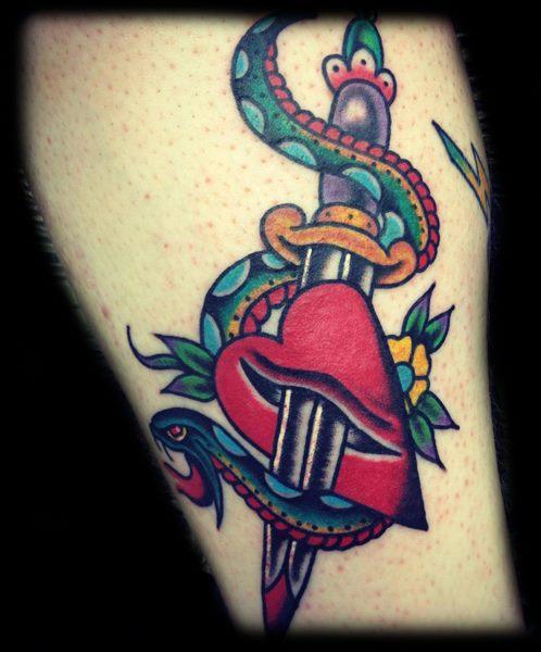 Schlangen Old School Dolch Tattoo von Broad Street Studio