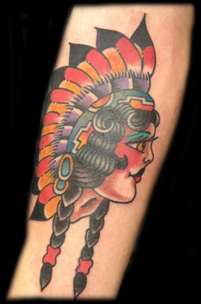 Tatuaggio Braccio Old School Indiani di Broad Street Studio