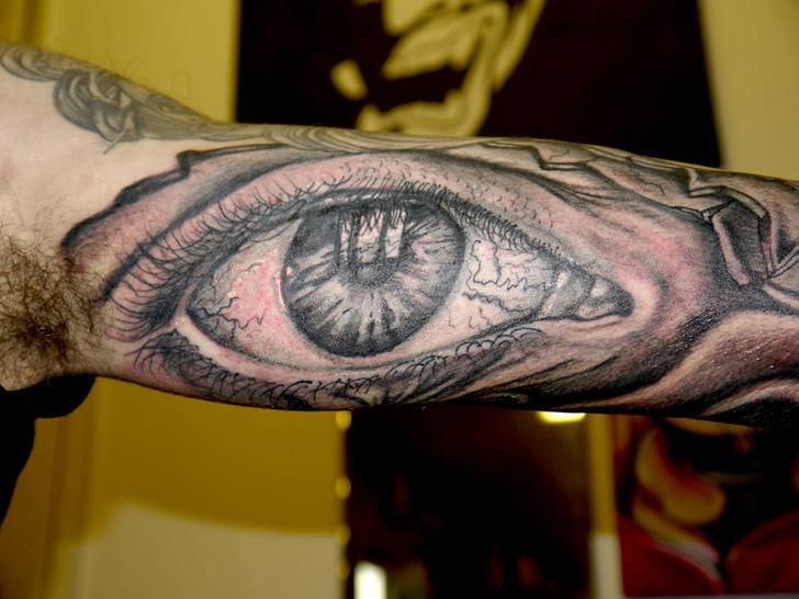 Tatuaggio Braccio Occhio di Cherub Tattoo